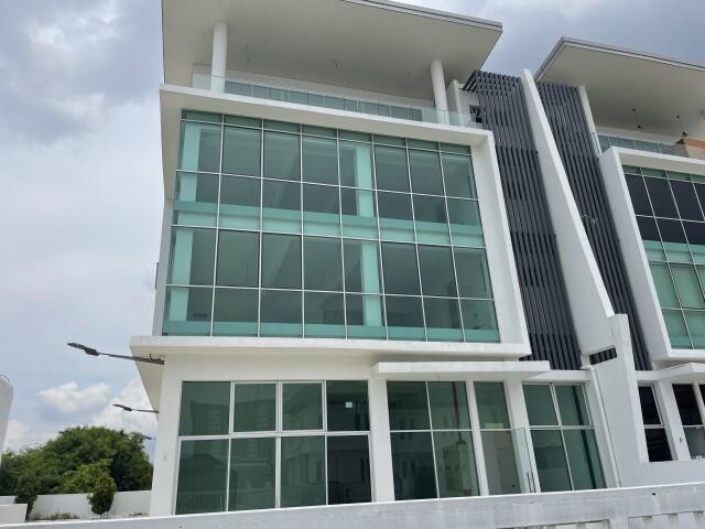 Klang Bandar Bukit Raja Jalan Astana, Gateway 16